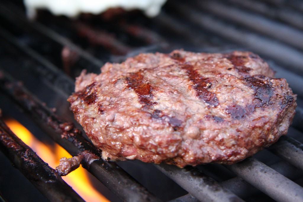 burger-patty-gegrillt