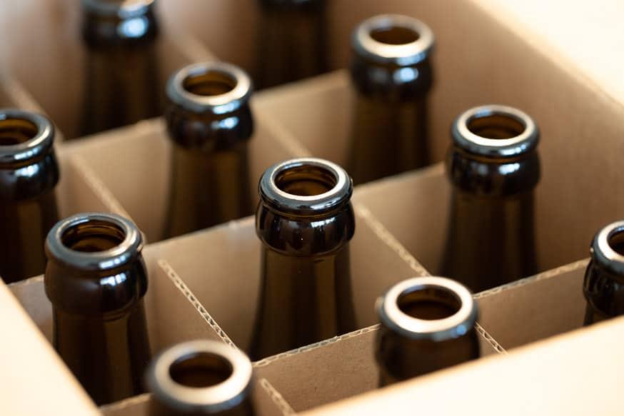 Leere Bierflaschen zum Bierbrauen